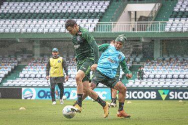 Coritiba finaliza preparação para encarar o Fluminense. Confira os relacionados