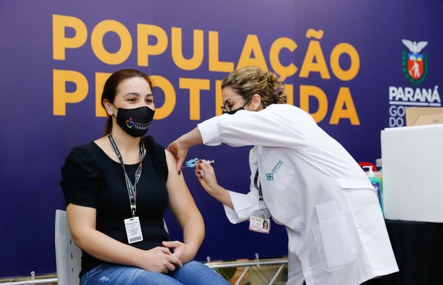 Em dois dias, Curitiba aplica 2.042 doses da Coronovac