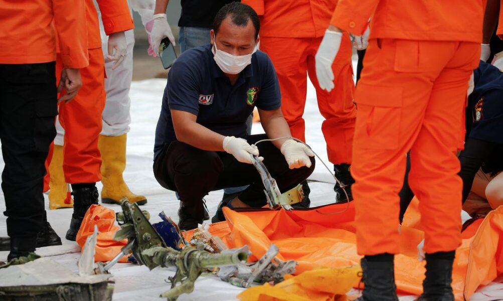 Destroços do avião que caiu após decolagem são encontrados no mar