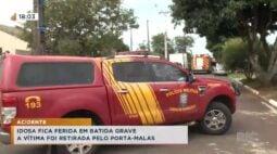 Idosa fica ferida em acidente grave, a vítima foi retirada pelo porta-malas