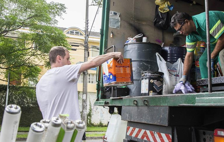 Confira datas e locais para descarte de lixo tóxico em Curitiba