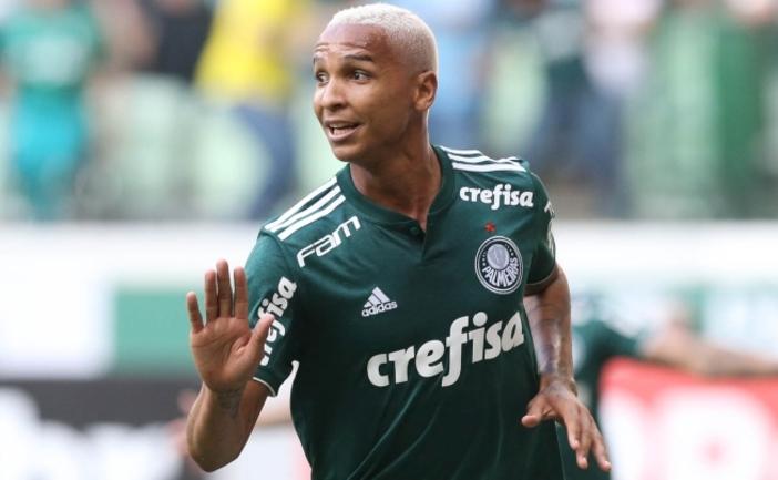 Destaque contra o Juventude, Deyverson entra na Seleção da rodada do Brasileirão