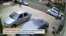 Imagem mostra que camionete desgovernada passou sobre o canteiro da avenida
