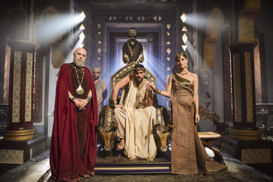 Confira o figurino de Gênesis que reúne mais de 25 mil peças