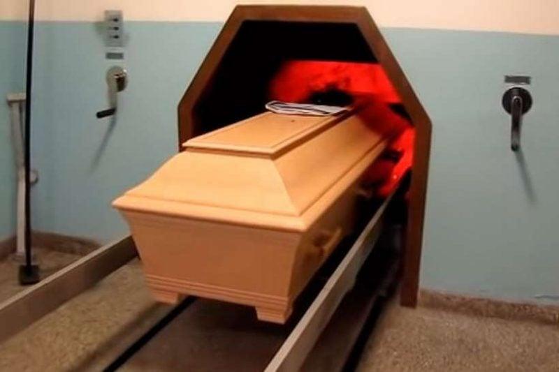 Filha percebe que mãe estava viva minutos antes da cremação