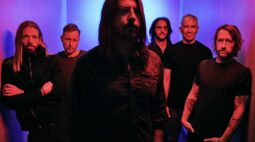 "Foo Fighters divulga nova música ""Waiting on a War"""
