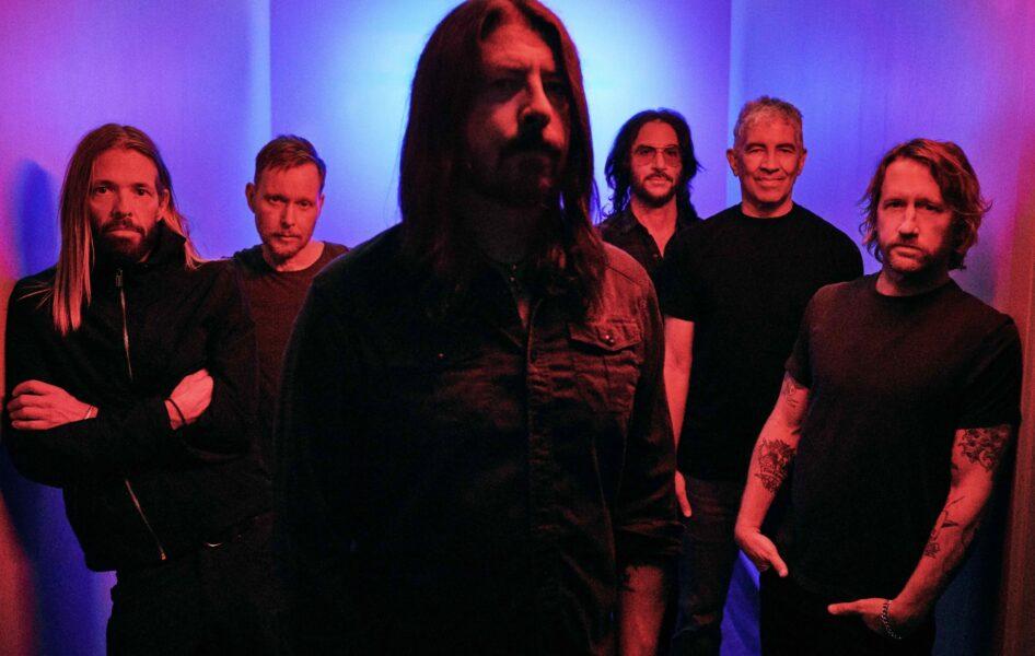 "Foo Fighters divulga nova música ""Waiting on a War"""