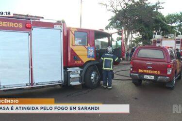 Casa é atingida por fogo em Sarandi