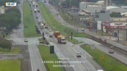 Motociclista atravessa rodovia e é atingido por caminhão na BR-277