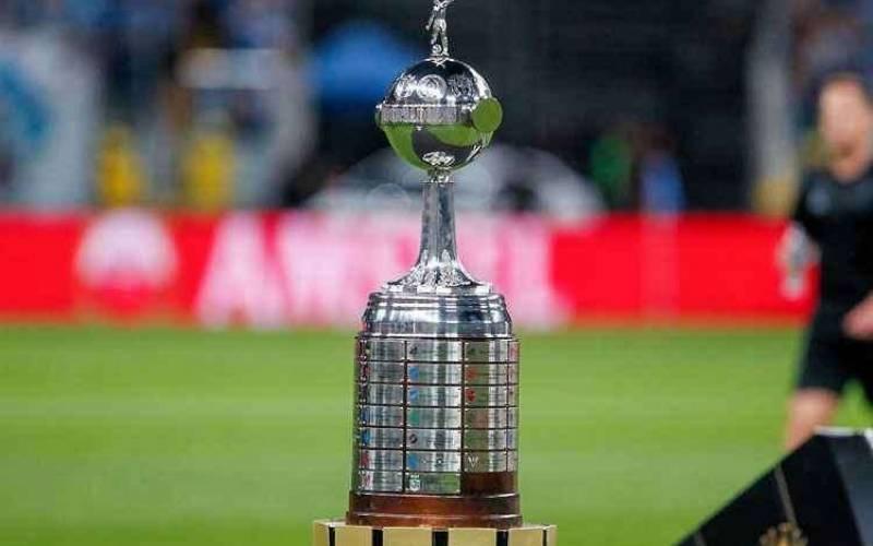 Conmebol anuncia que Pepe e Evair levarão a taça da Libertadores antes da final