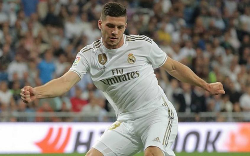 Real Madrid acerta empréstimo de Jovic ao Eintracht Frankfurt