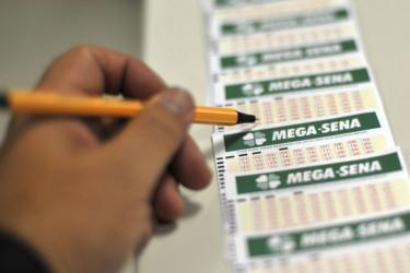 Mega-sena pode pagar R$ 19 milhões no sorteio deste sábado