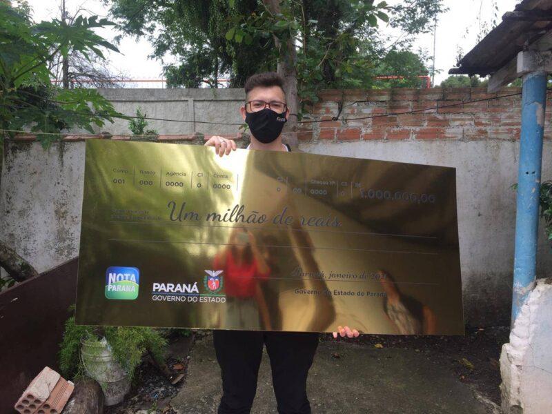 Caixa de supermercado, jovem de 19 anos ganha R$ 1 milhão no Nota Paraná