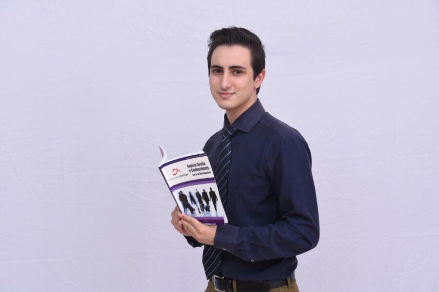 Paranaense quebra recorde e se torna o professor mais jovem do país