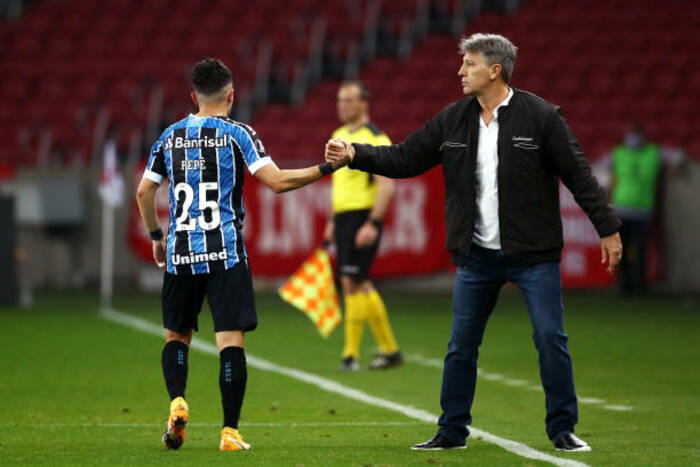 Renato Gaúcho fala sobre situação de Pepê e garante atacante focado no Grêmio