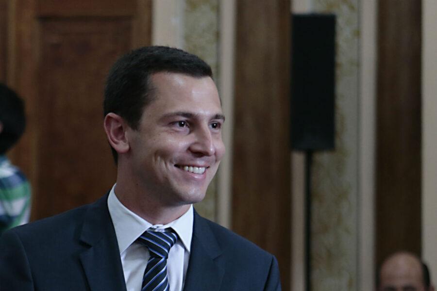 Greca confirma Pier Petruzziello na liderança