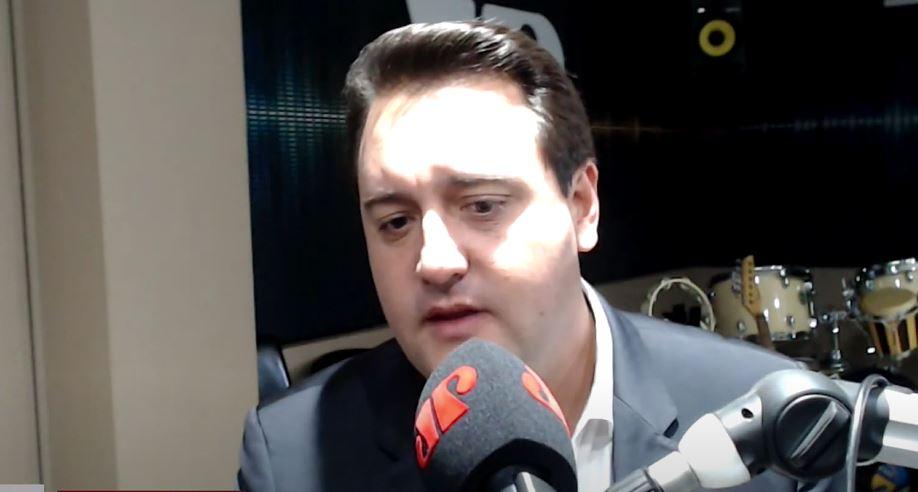 """Ratinho Junior comenta discussões políticas sobre vacinas: """"Não é saudável para o país"""""""