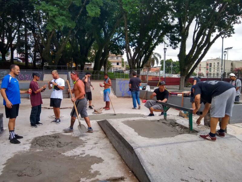 Grupo de skatistas realiza ações de reforma nas pistas de Curitiba