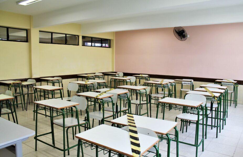 Com previsão de retorno em fevereiro, 95% das escolas do Paraná já receberam equipamentos de proteção