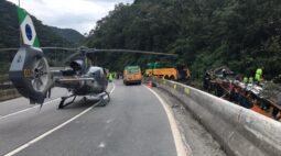 Vídeos mostram acidente com ônibus de turismo em Guaratuba