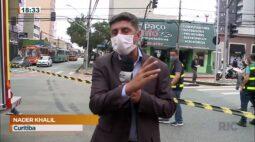 Ônibus invade loja no centro de Curitiba; uma pessoa foi internada em estado grave
