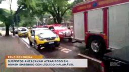 Suspeitos ameaçam atear fogo em homem embebido com líquido inflamável