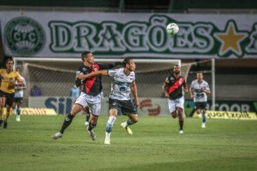 Atlético-GO x Coritiba: onde assistir, desfalques, escalações e arbitragem