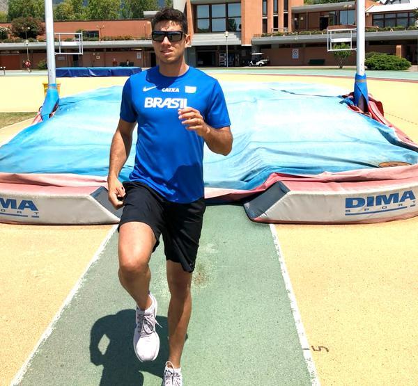 Thiago Braz conquista medalha de prata em Belgrado, na Sérvia