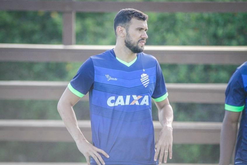 Zagueiro Luciano Castán é apresentado no Coritiba