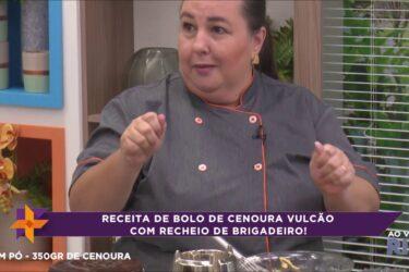 Aprenda a fazer bolo de cenoura vulcão com recheio de brigadeiro