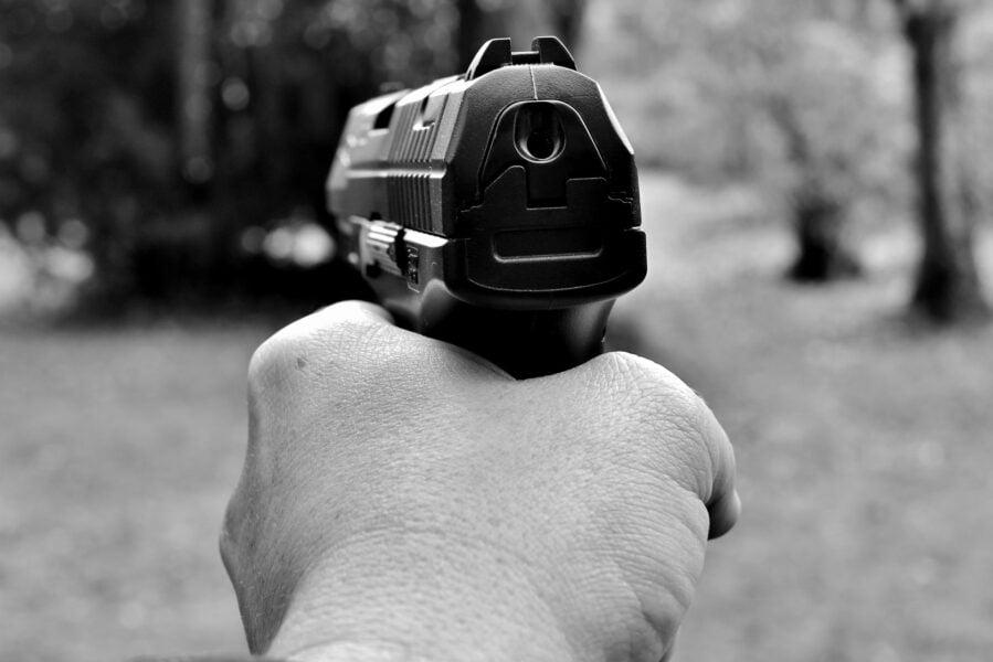 Homem é atingido por tiros no trabalho em Francisco Alves
