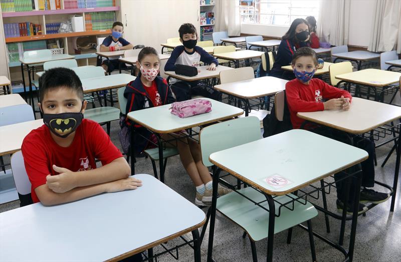 Vereadores de Curitiba analisam na terça veto do prefeito às aulas presenciais