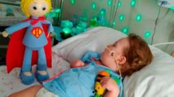 Bebê tem cérebro danificado após diagnóstico errôneo de covid-19