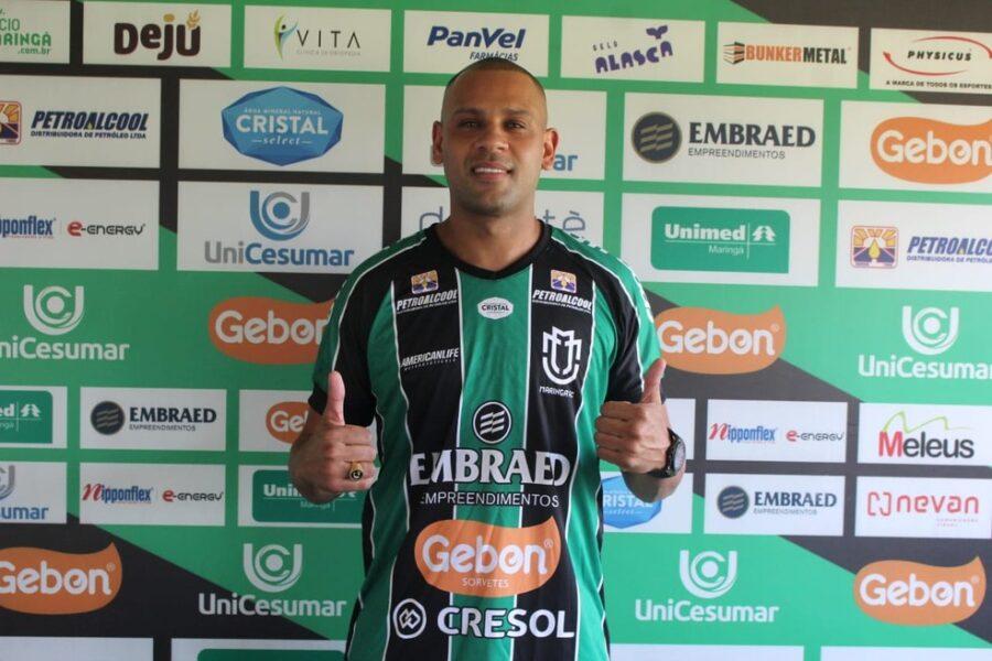Maringá acerta a contratação do experiente lateral-esquerdo Carlinhos