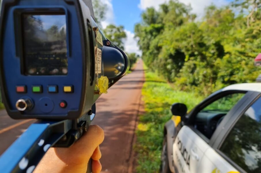 Carro a mais de 200 Km/h é flagrado pela polícia em Matinhos, no litoral