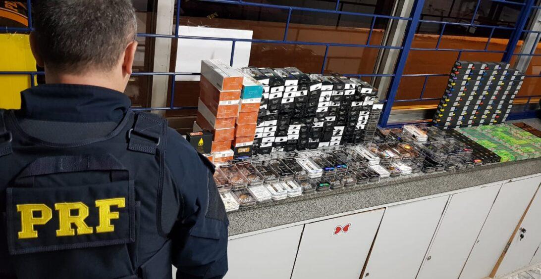 PRF apreende 408 cigarros eletrônicos de maconha líquida em ônibus de viagem
