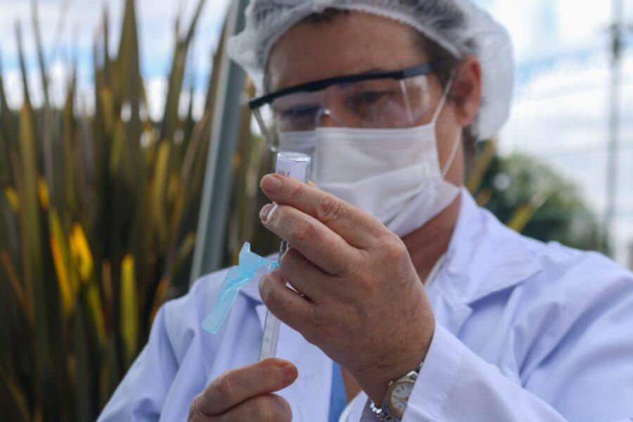 Em Curitiba, 63.374 pessoas são vacinadas contra a covid-19