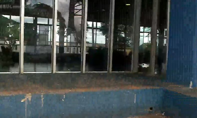 Criança de cinco anos é encontrada dormindo sozinha em rodoviária de Arapongas