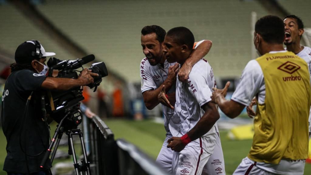 Nenê rechaça qualquer crise com Fred no Fluminense