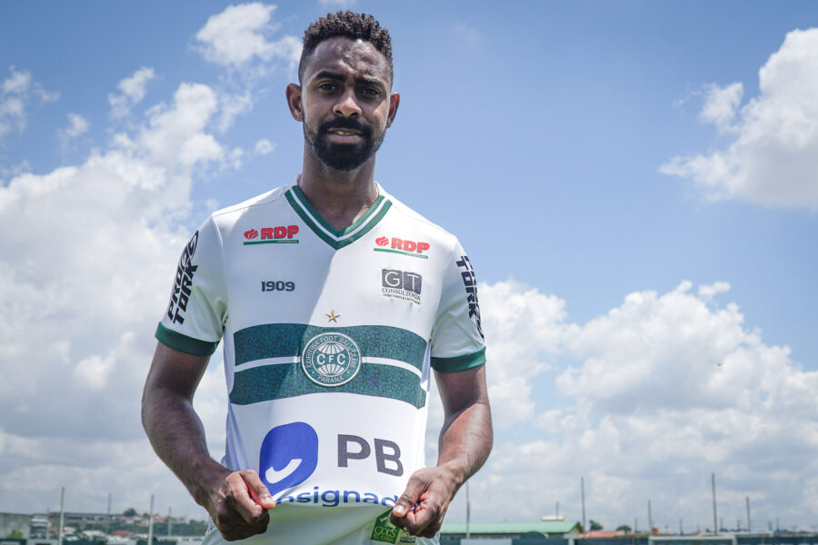Wellington Carvalho é mais um zagueiro apresentado no Coritiba