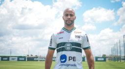 Coritiba apresenta o sexto reforço, o lateral Romário