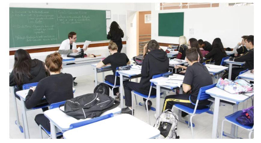 Deputados aprovam educação como serviço essencial no Paraná