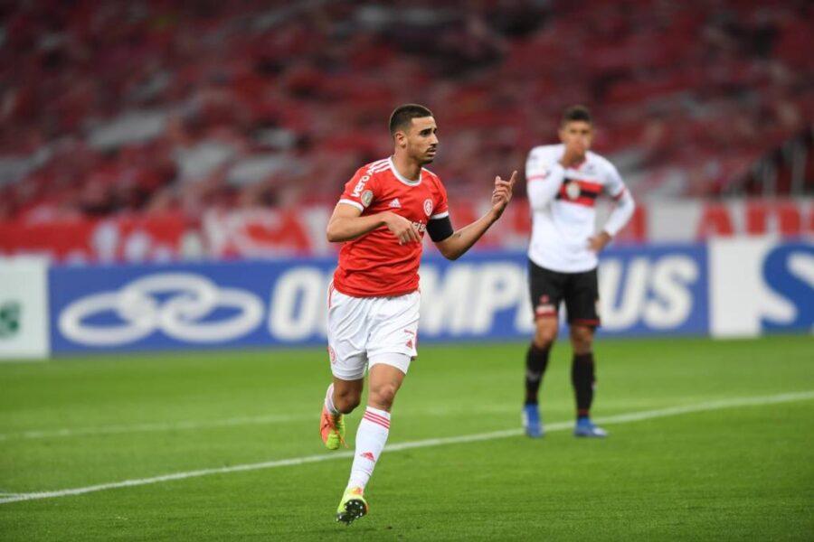 """Thiago Galhardo responde provocação de jogadores do Flamengo: """"Obrigado por lembrarem de mim"""""""