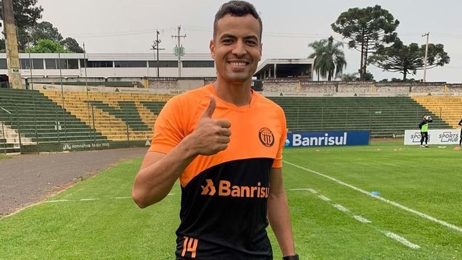 Zagueiro ex-Corinthians comemora estreia na primeira divisão de Portugal