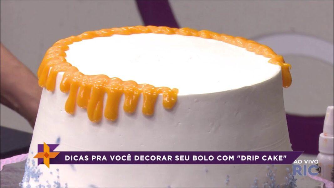 """Aprenda a decorar seu bolo com o estilo """"Drip Cake"""""""