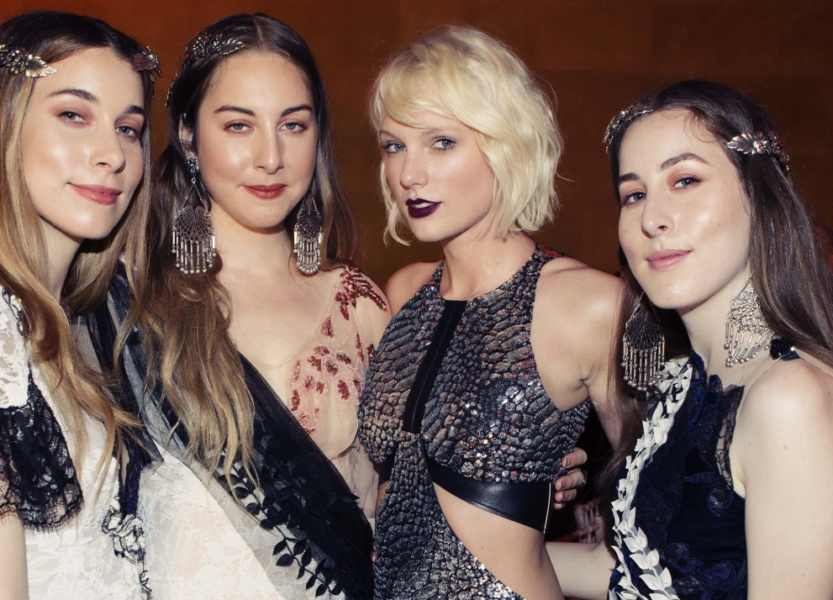 "HAIM lança remix de ""Gasoline"" com Taylor Swift"