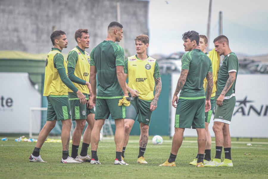 Coritiba divide elenco e foca na preparação da temporada 2021