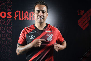 Jadson reencontrará Corinthians após saída conturbada do clube