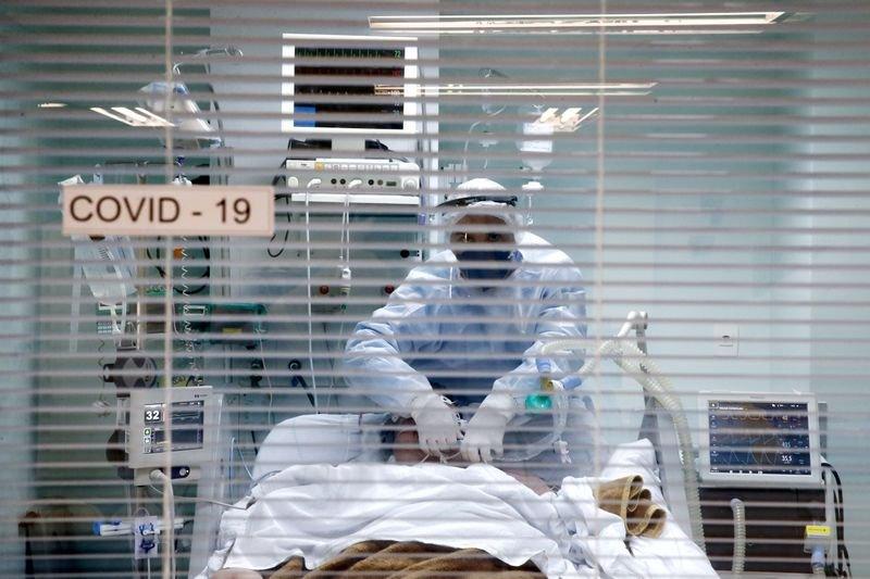 Brasil tem novo recorde de mortes diárias por covid-19