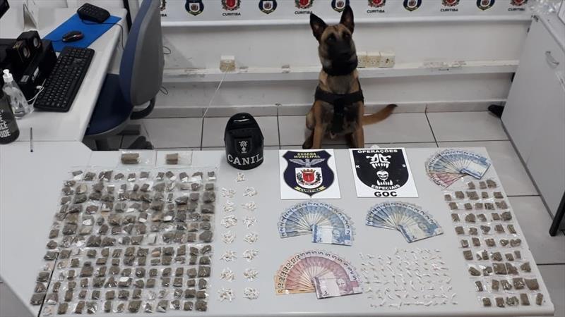 Suspeitos de tráfico de drogas são presos com auxílio do Grupo de Operações com Cães